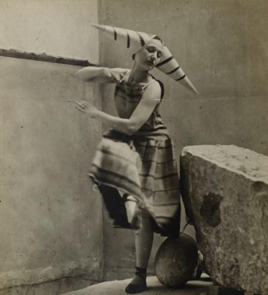 Lizica Codreanu, fotografiată de Constantin Brâncuşi  în anul 1912